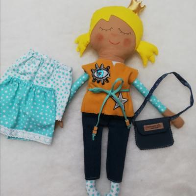 Bábika s výbavou