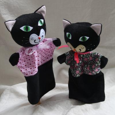 Maňuška. Zvieratko Čierna mačka Čača.