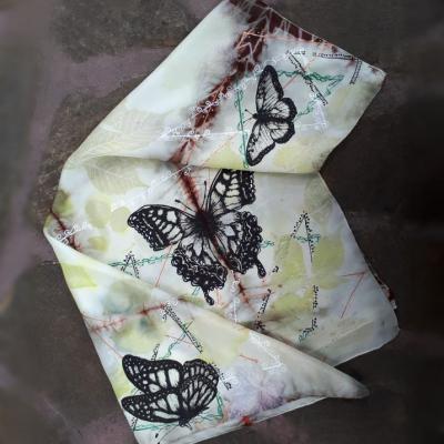 Motýlie prelúdium-hodvábna ecoprint šatka