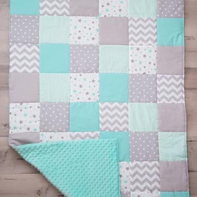 Deka patchwork s menom
