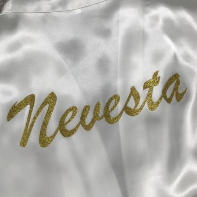 Svadobný župan so zlatým nápisom Nevesta