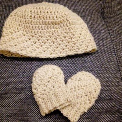 Set pre novorodeniatko (čiapka a rukavice)