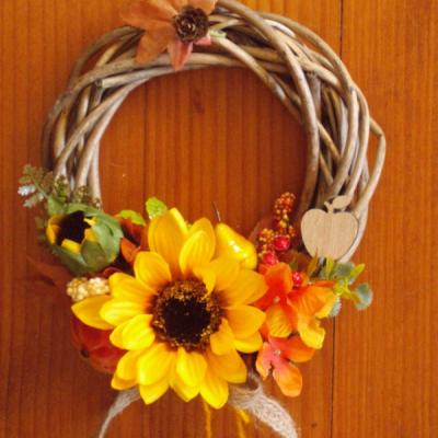Jesenný venček so slnečniou a jabĺčkom
