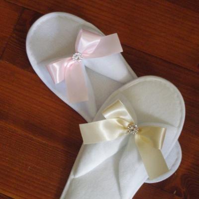 Svadobné papuče s mašličkou a štrasovou ozdobou