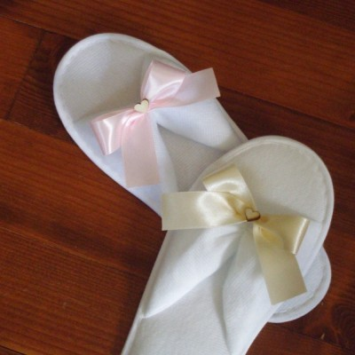 Svadobné papuče s mašličkou a dreveným srdcom