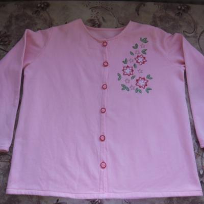 Vyšívaný sveter