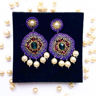 Fialové náušnice s perlami