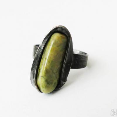 Cínovaný (tiffany) prsteň s liečivým minerálom unakitom