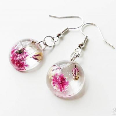 Ružové kruhové náušnice zo živice s kvetmi
