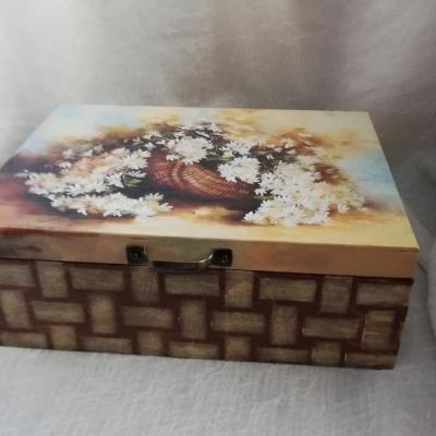 Krabička na čajíky. Krabička je vyrobená stolárom na zákazku