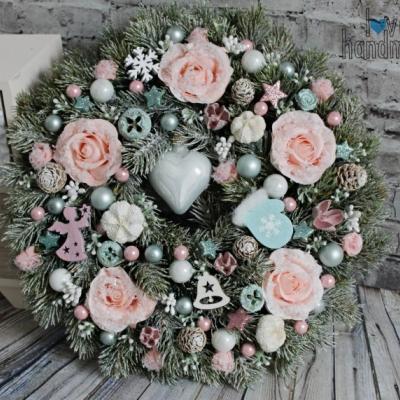 Luxusný zimný veniec so zasneženými ružami 35cm