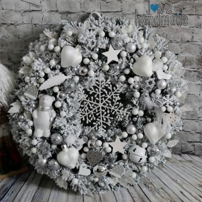 Zimný mega veniec strieborno-biely s polárnym mackom 45cm