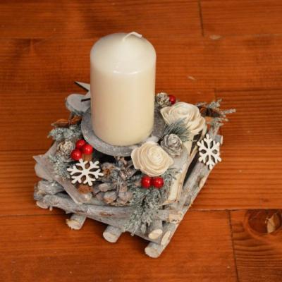 Vianočný svietnik so sviečkou