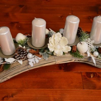 Adventný bielo-prírodný svietnik s magnóliou a jablkami 47 cm
