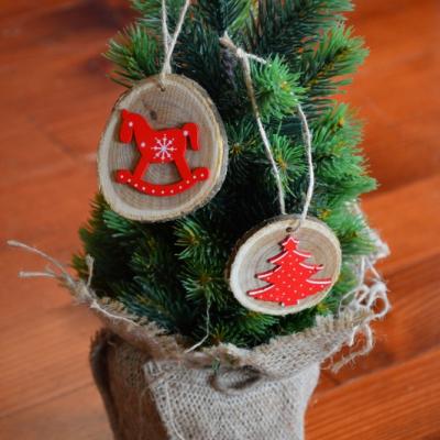 Vianočné drevené odzoby - červený koník, strom sada 2ks