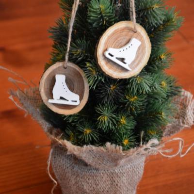 Vianočné drevené ozdoby s korčuľami - sada 2ks