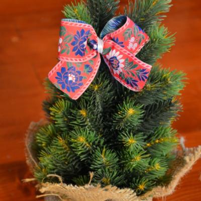 Čerevné folklorne mašle na stromček so štipčekom