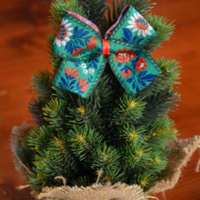 Zelené folklorne mašličky na stromček so štipčekom