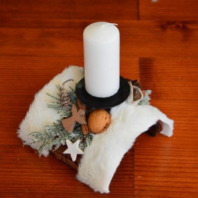 Vianočný svietnik s kožušinkou so sviečkou