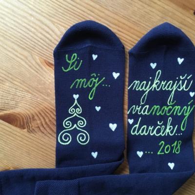 Maľované tmavomodré vianočné ponožky s nápisom: