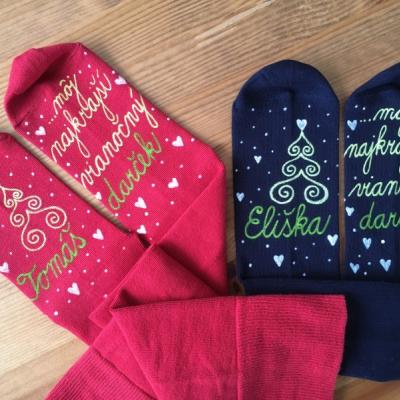 Maľované tmavomodré a červené vianočné ponožky (sada) s nápisom: