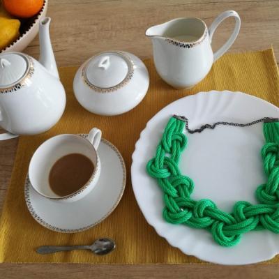 Svetlo smaragdová pletenica