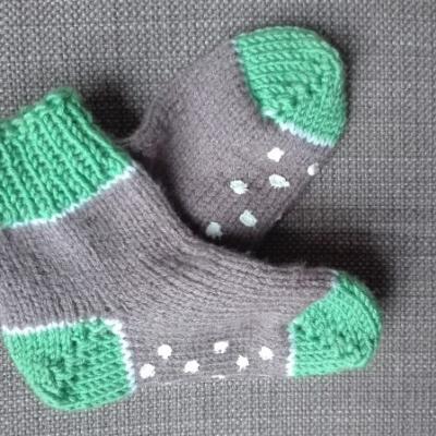 Ručne pletené ponožky - papučky pre detičky