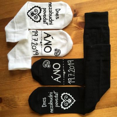 Sada maľovaných ponožiek pre snúbencov