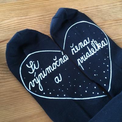 Maľované čierne ponožky pre priateľku