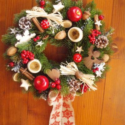 Vianočný prírodný veniec  s jablkami