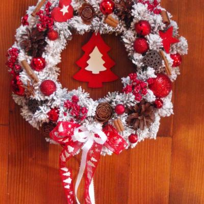 Vianočný veniec so stromčekom 34cm