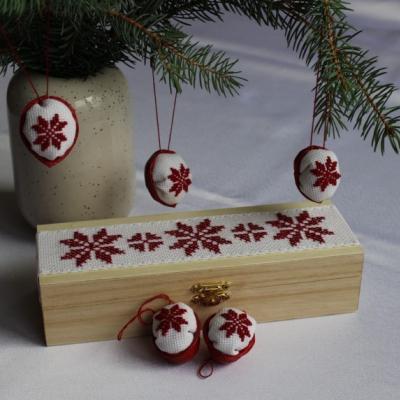 Zimná záhrada - vyšívané oriešky v krabičke