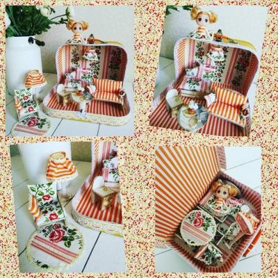 Pruhovano-kvetinový kufrík s bábikou a nábytkom