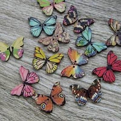 Drevené gombíky motýľ 28 x 20 mm, 10 ks