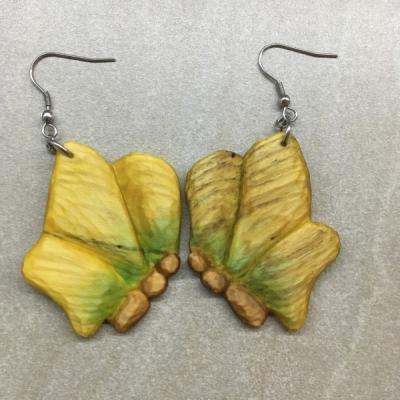 Drevené náušnice motýľ
