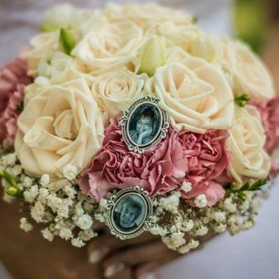 Brošňa na svadobnú kyticu / pierko