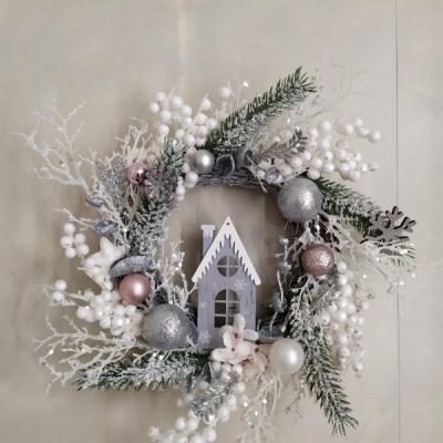 Vianočný venček s domčekom