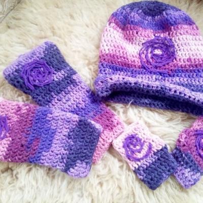 Čiapka, štucne, rukavice fialová