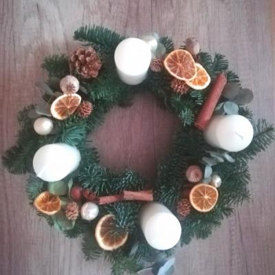 Pomarančový adventný veniec
