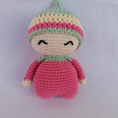 Maličká bábika s hrkálkou a pískatkom v brušku