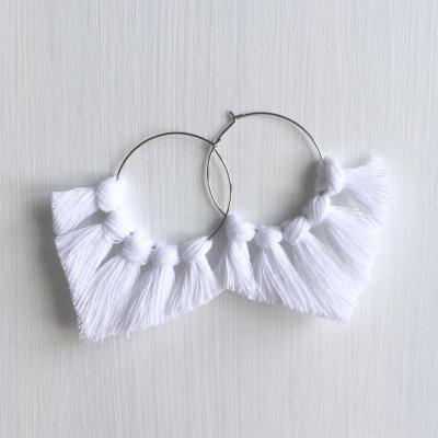 Makramé náušnice - kruhové biele