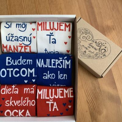 Výnimočná sada maľovaných ponožiek v slovenskej trikolóre s nápismi na želanie