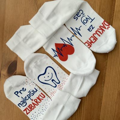 Sada maľovaných ponožiek ako poďakovanie pani doktorke / zubárke