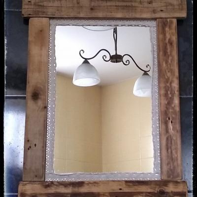 Vidiecke zrkadlo s čipkou