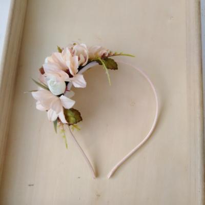 Kvetinová čelenka jemná pudrova