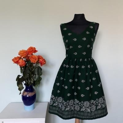 Zelené šaty bordúra