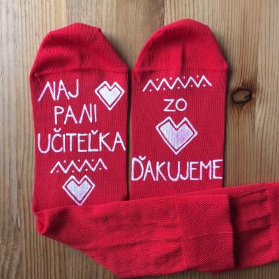 Maľované červené ponožky pre najlepšiu pani učiteľku