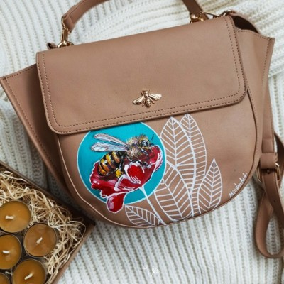 Včielka... maĺovaná kabelka