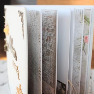 Elegantný biely kvetinový fotoalbum pre dámu