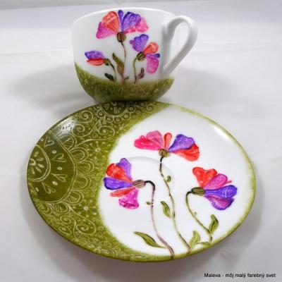 šálka porcelánová Kvety v machovozelenej